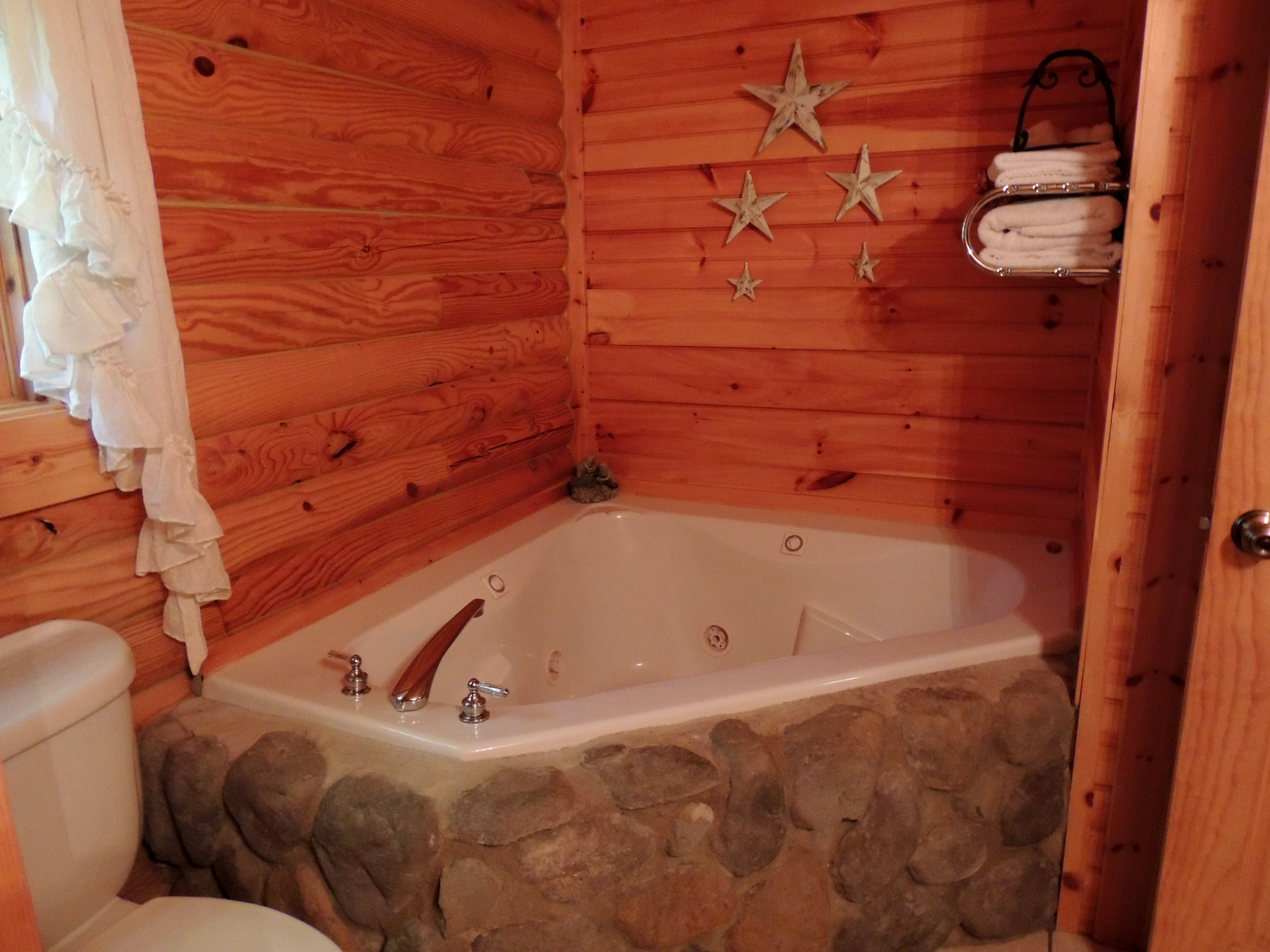 Beautiful American Standard Whirlpool Vignette - Luxurious Bathtub ...