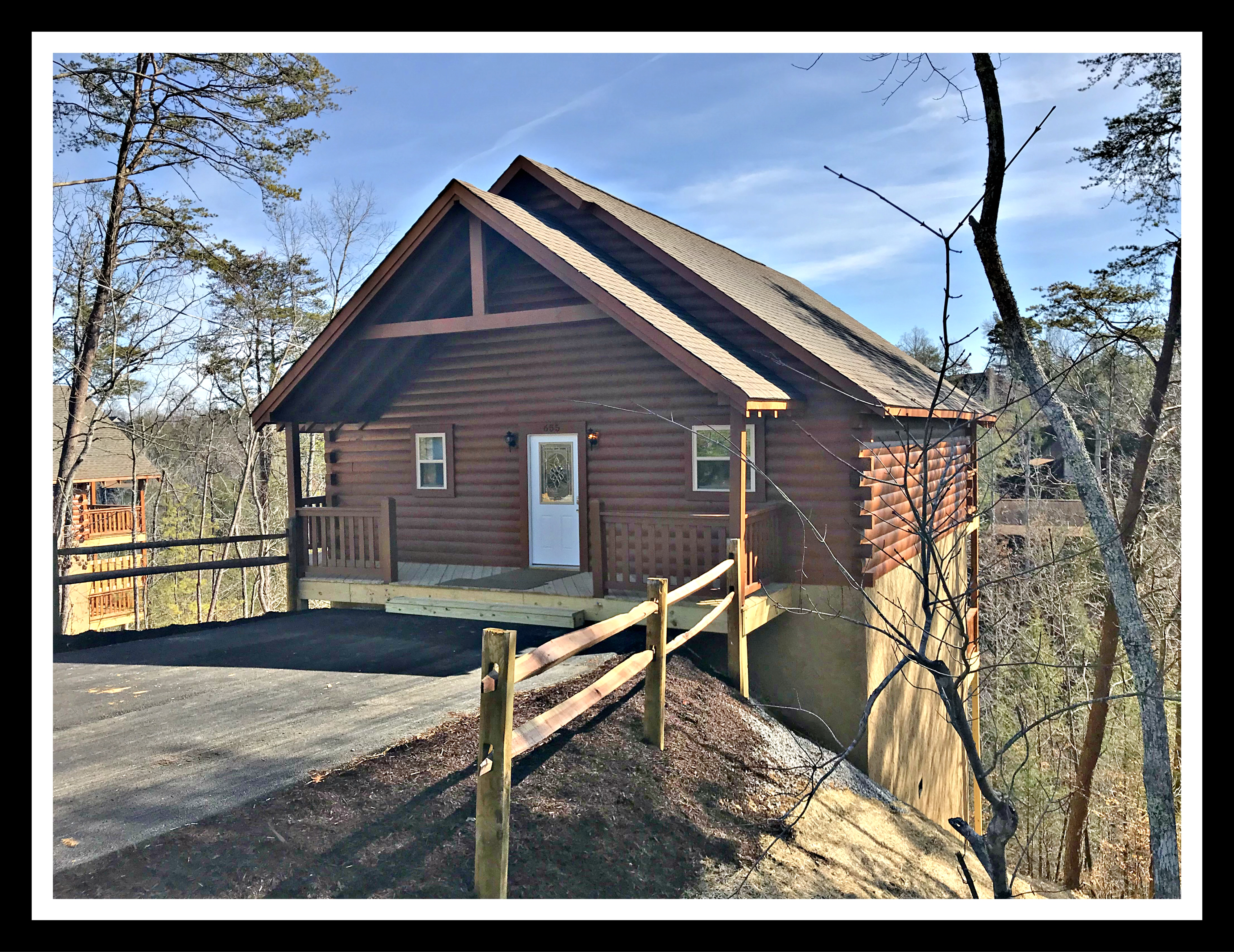 plus loft cabins parkway to lake rent convenient for the tub pigeon hot bedroom one forge cabin rental pigeonforgecabintwobedroomdeckarea access