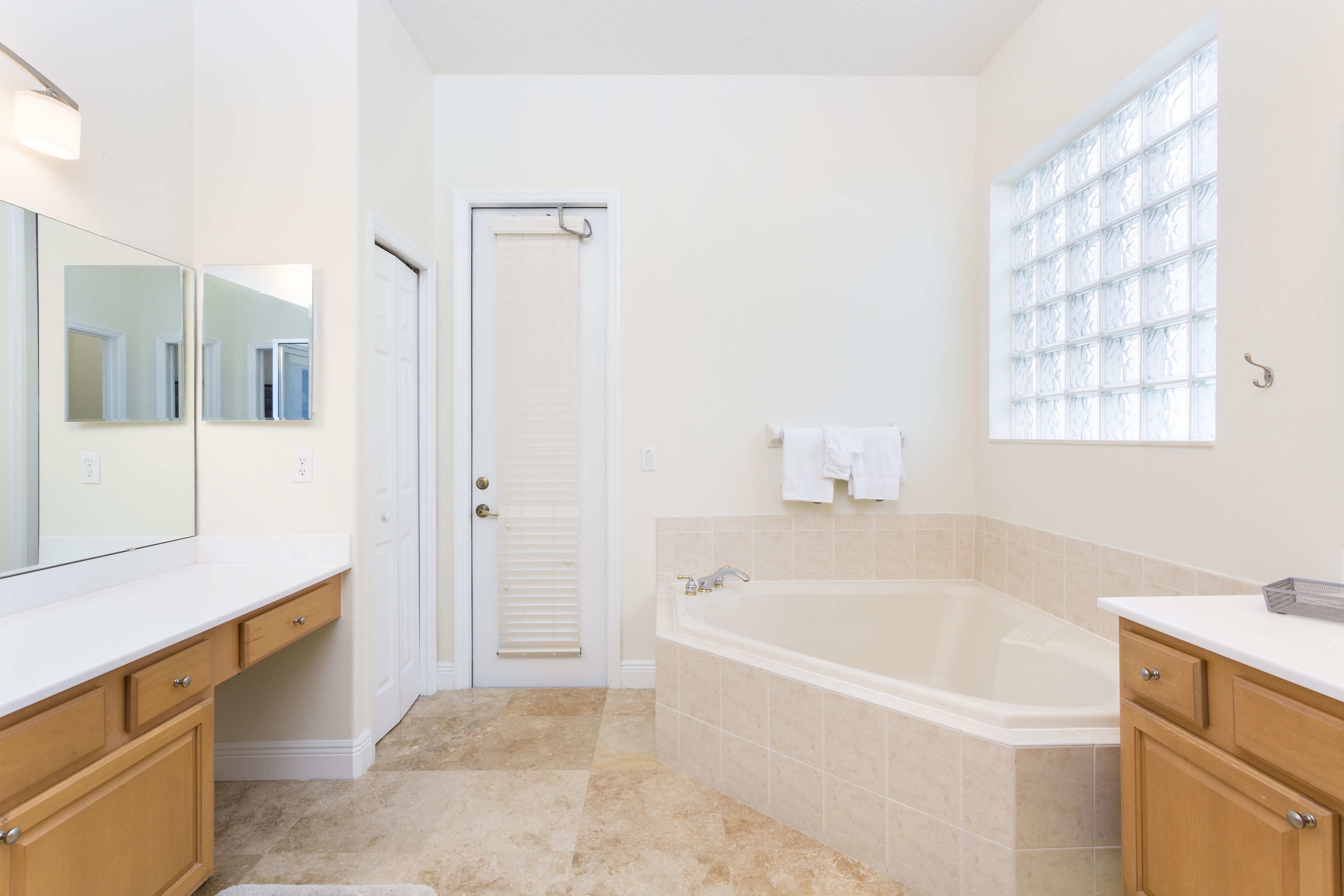 Luxury Villa - 3 Bed Reunion Home with Large South Facing Screened ...