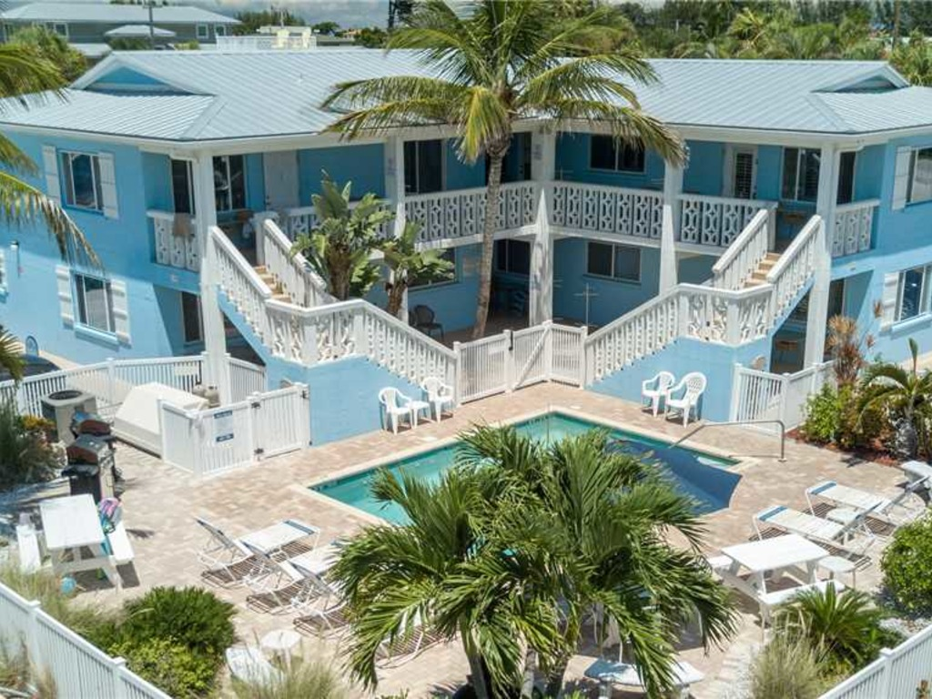 Anna Maria Beach Place, Unit 6 | RedAwning