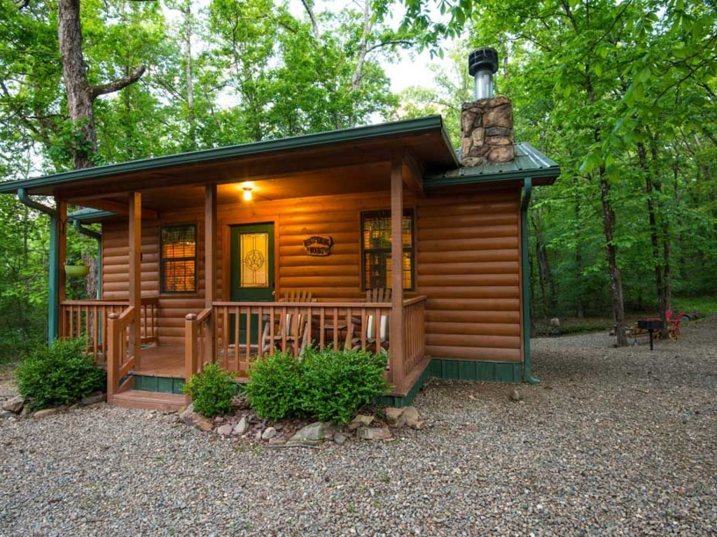 Whispering Woods Cabin(1 Bdrm) (Hot Tub) | RedAwning