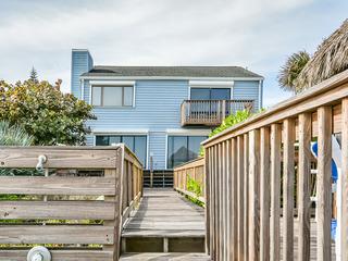 5747S- Large Oceanfront Deck & Cabana