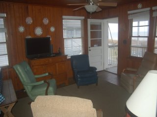Cool Air Cottage, Up - Classic Oceanfront Charm AND Pet Friendly - image