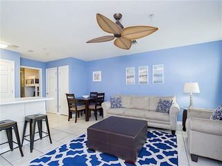 1BR w/ Pool- Walk to Beach