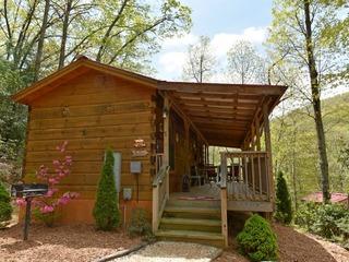 Red Barn- 1 Bedroom Cabin