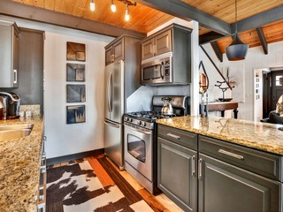 Upscale Tahoe Donner Cabin - image