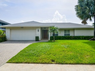 SPINNAKER DR. 657 POOL, WATERFRONT, BEACH....