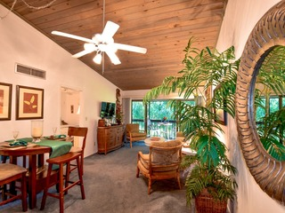 MARINER 208 BEAUTIFUL CONDO ON MARCO ISLAND!