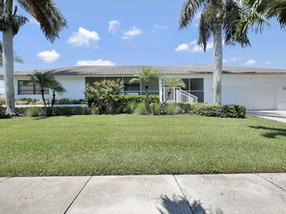 SPINNAKER DR. 565 LUXURY, WALK TO BEACH, WATERFRONT, AND POOL