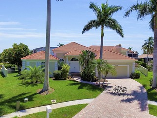 CALUSA CT. 1896 LUXURY POOL HOME!