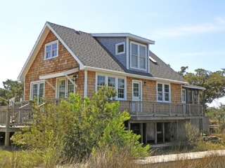 A secluded and relaxing retreat located in Oyster Creek with boat docking and easy access for kayaking. Pet friendly!