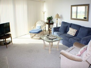 Sun splashed 2 bedroom ground floor unit- Heated pool in complex!