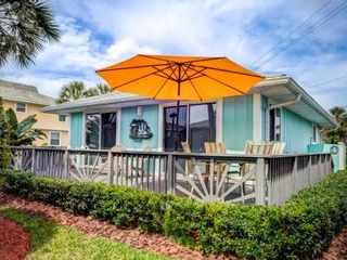 SCV 5: Stand-Alone Cottage in Ocean-Front Community with Coastal Chic Vibes, Free Parking, Outdoor Shower, walk to all beach entertainment and 10 min drive to DT