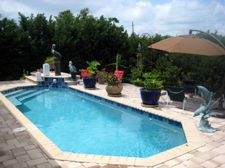 Paradise Pool Home: Modern 3 bedroom home with Solar Heated Private Pool, Short walk to the Beach