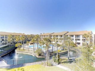 Fall special! Top Floor 3 bedroom condo with lagoon and pool views- Gated, 2 pools (1 heated), Beach Access and Parking