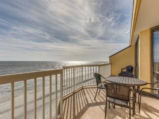 Chas. Oceanfront Villas 414- King Neptune
