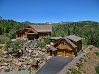 Glacier Luxury Lodge