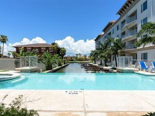 Las Marinas 402: On PRIVATE marina w/ deeded BOAT SLIP! Infinity POOL & hot tub!