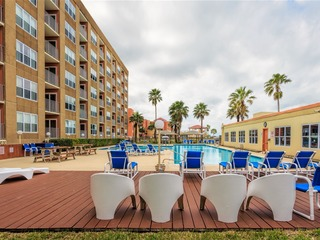 Gulfview ll 312: Large AFFORDABLE FAMILY condo next to SCHLITTERBAHN w/ POOL!