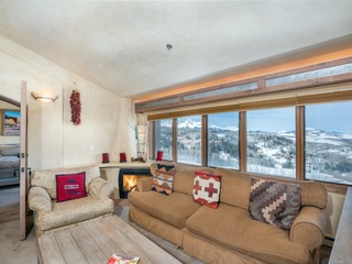 Penthouse At The Peaks 826