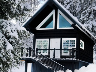 Moose Tracks (Cabin #1): Ski-In/Out Cabin w/Prvt Hot Tub