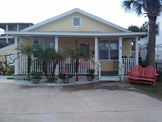 Oceans 11: Vintage Beach side Bungalow with 3 BR, Almost Oceanfront and Pet Friendly- Reduced rates for fall