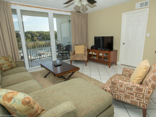 Dolphin Point 303C