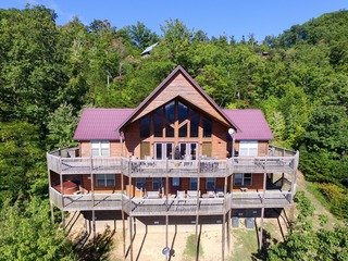 ARROWHEAD- 5 Bedrooms, 5 Baths, Sleeps 21