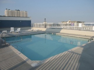 Astoria 107- beautiful 3 br condo with roof top pool, 1 block to beach! Mid town OC.