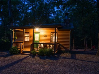 Whispering Woods Cabin(1 Bdrm) (Hot Tub)