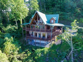 GRAND VISTA LODGE- 5 Bedrooms, 4.5 Baths, Sleeps 17