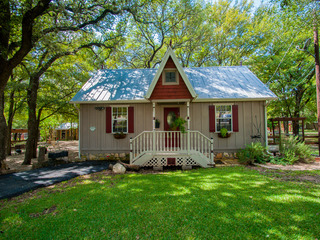 All 3 Cottages Rented Together- Lonesome Dove Cottages