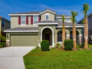 Luxurious 5 Bed home with private Pool/Spa 5255