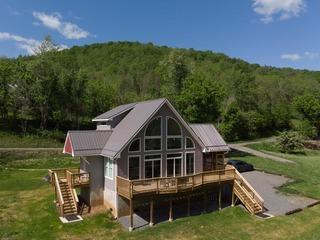 Black Bear- Riverfront Luxury Cabin