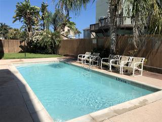 Escape 4: Spacious FAMILY condo in tranquil 8plex, close to beach & Padre Blvd!