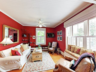 Charming Apartment by Beach, 1 Block to State St