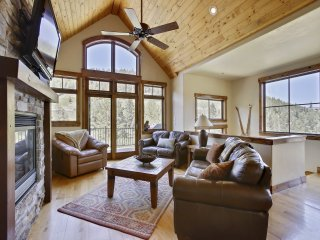 Slopeside Mountain Time Luxury Chalet