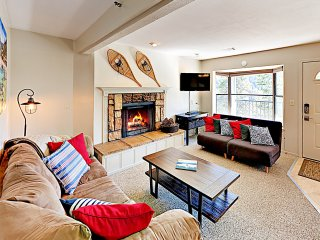 New Listing! Remodeled Condo, Minutes to Skiing