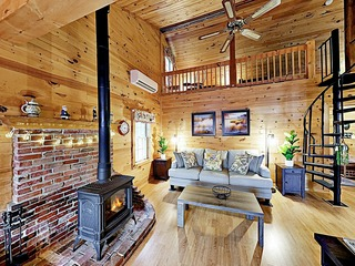 Waterfront Getaway on Beech Hill Pond w/ Fire Pit