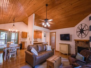 Paradise Lodge-Sleeps 6-8
