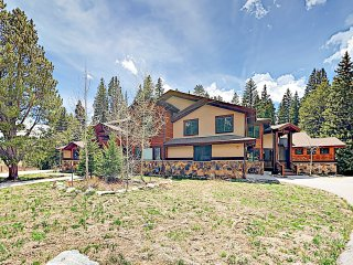 New Listing! Luxe Lodge w/ Private Hot Tub & Garage