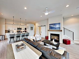 New Listing! Contemporary Condo at Hideaway Station