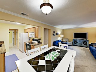 Lovely Beach Condo w/ Pool, Close to Downtown