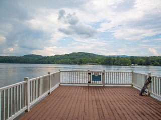 Claytor Lake Water Front with Cliff Views Hot Tub
