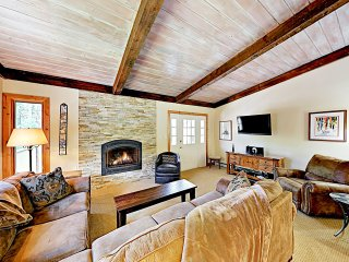 New Listing! Vail Valley Escape, Shuttle to Slopes