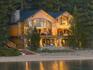 Luxury Lakefront Villa, 636 Lake Shore Blvd (ZC636)