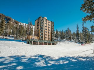 Ski-in/out Whiskey Towers #210- spacious condo 2 BR/3 Bath