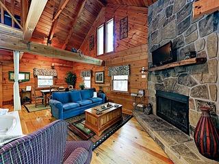 New Listing! Charming Cabin w/ Deck & Hot Tub