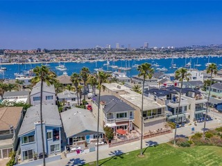 3BR Home at Mission Beach! Ocean Views | Steps from Sea World ❤