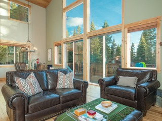 Serene Lake Tahoe Escape | 4BR Home w/ Mountain Views ❤︎